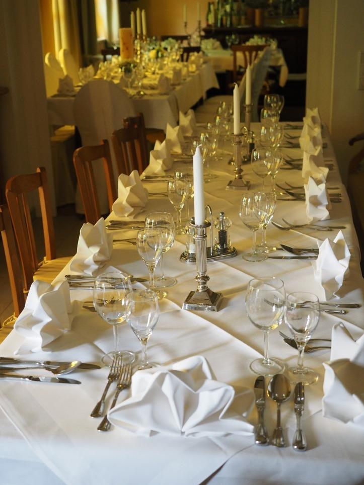 wedding-table-590821_1920