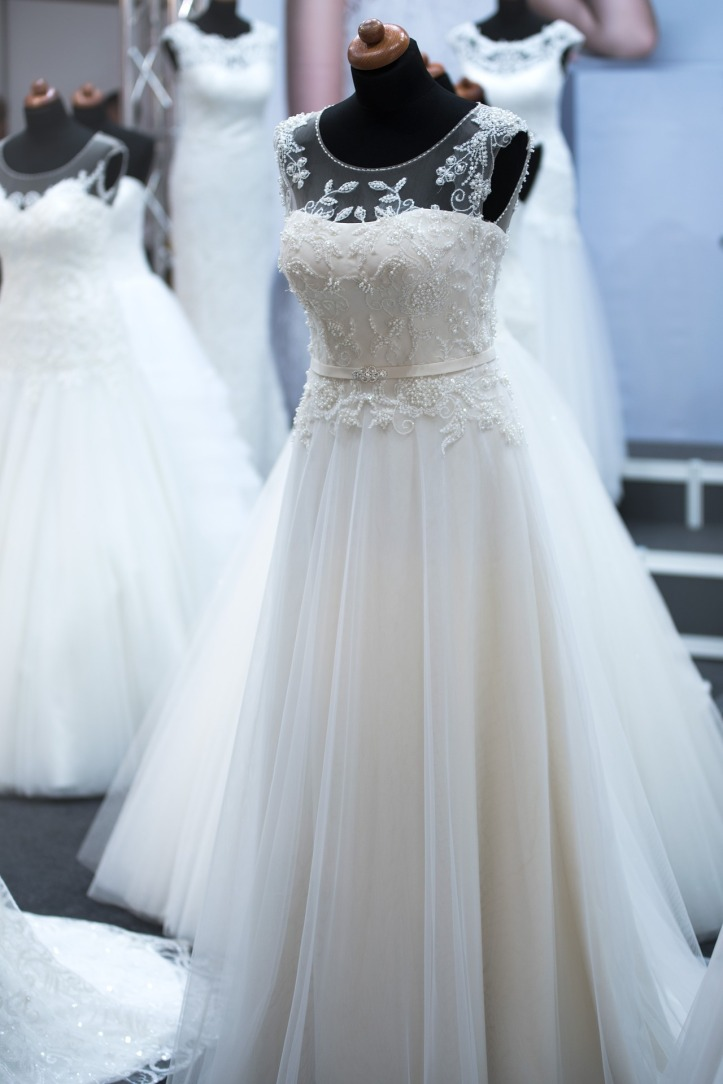 5 ways to make your wedding dress look more expensive for Wedding salon